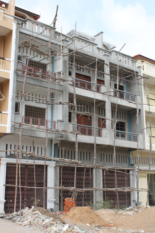 Questionable scaffolding in downtown Battambang