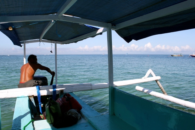 Naz reverses the boat out, on our way to Gili Trawangan